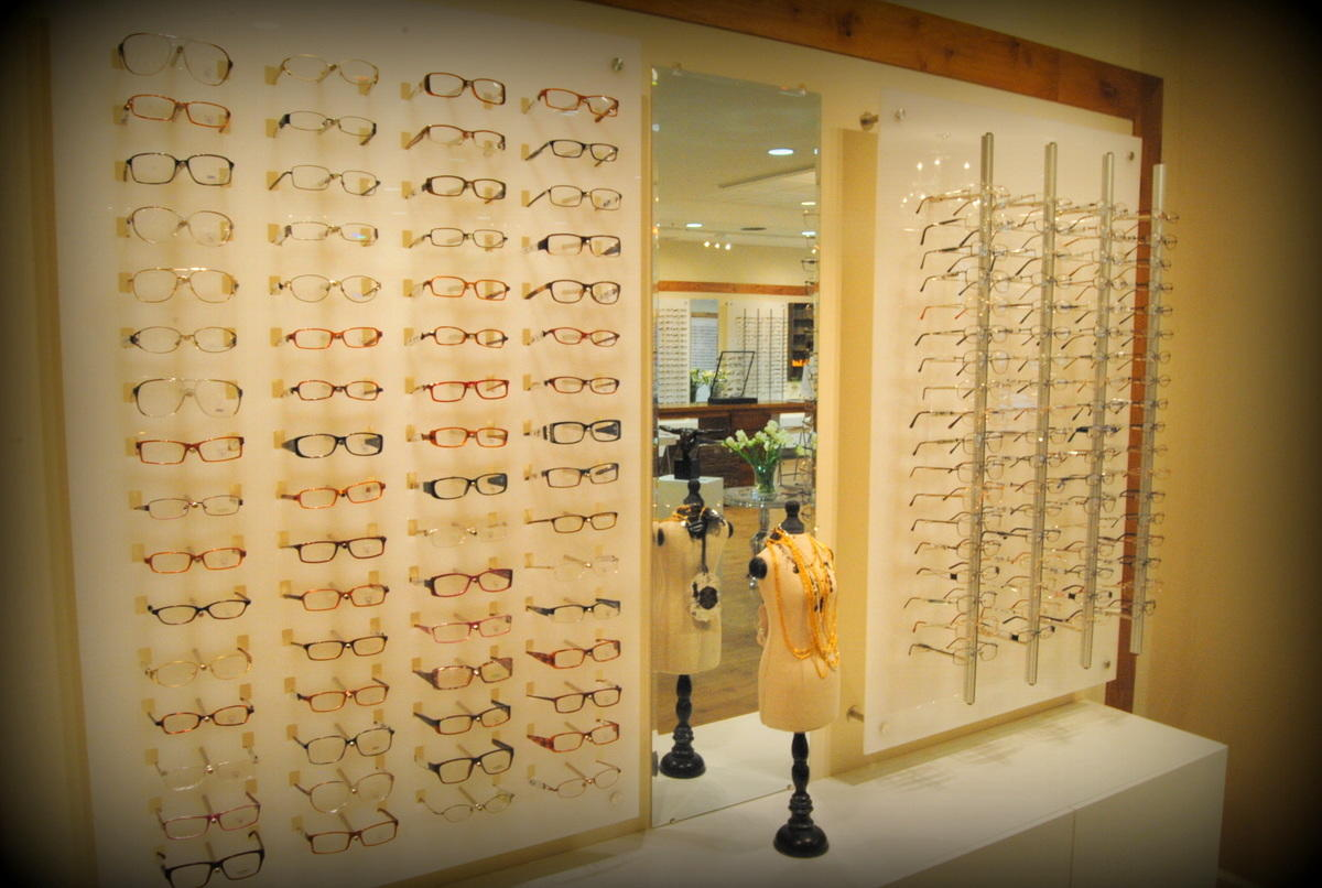 Store Page - Fairfield - Glasses Display