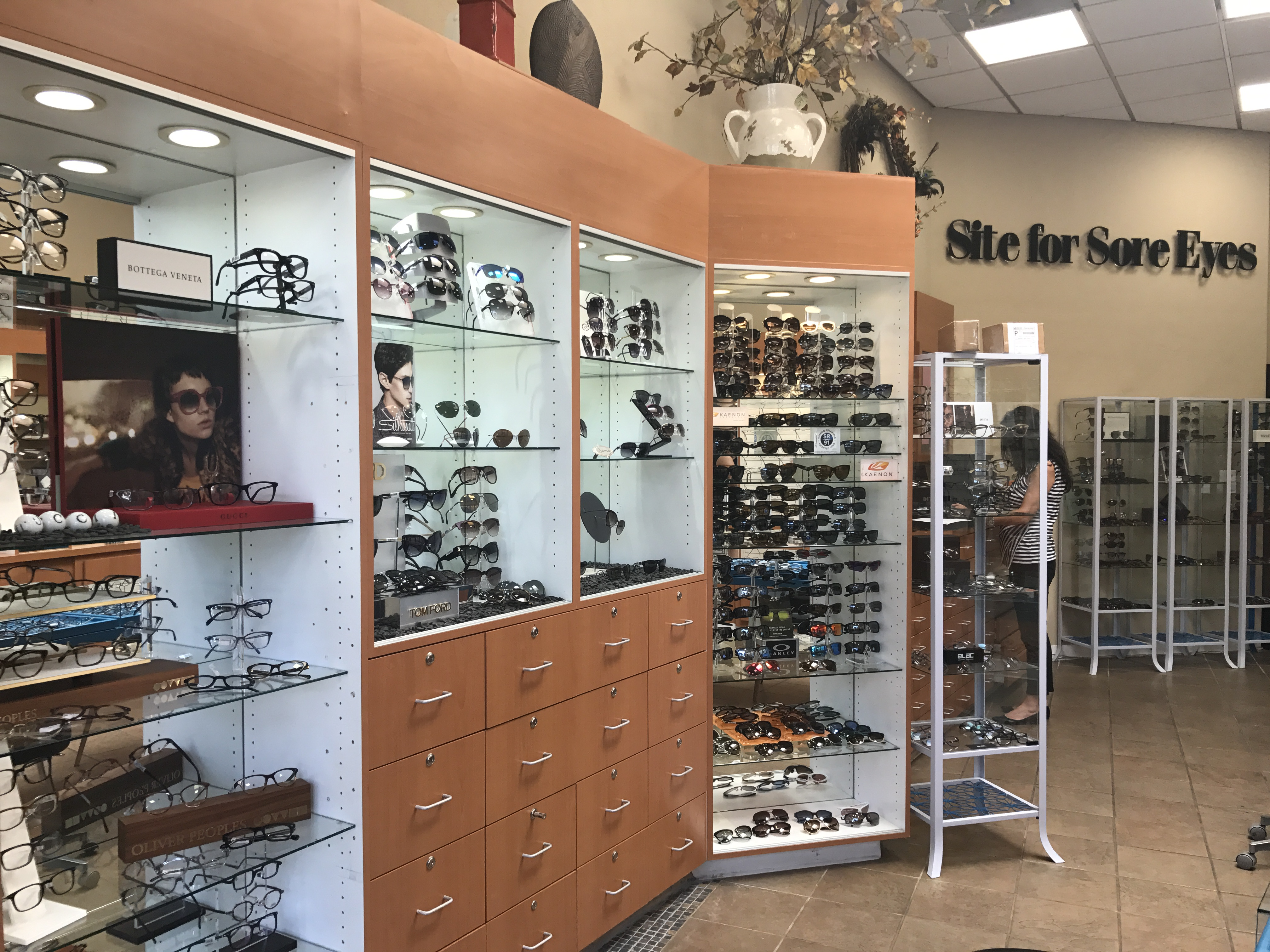 Store Page - Los Gatos - Glasses Display